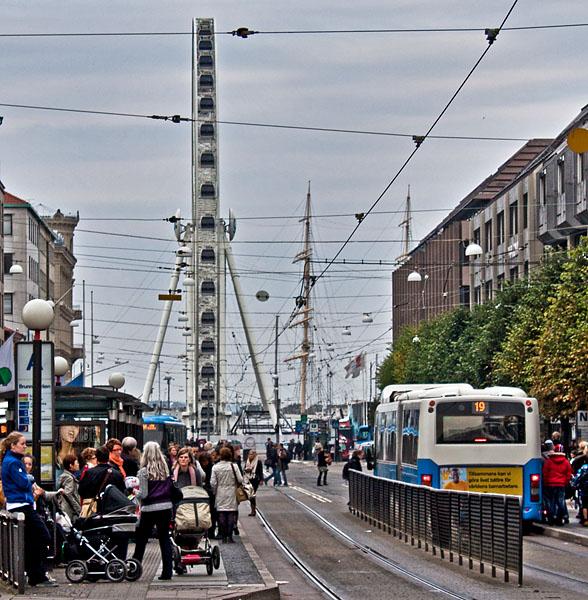 Östra Hamngatan i Göteborg med pariserhjulet